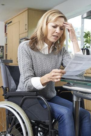 Eine Versicherung gegen Berufsunfähigkeit ist oft recht teuer. Umso ärgerlicher ist es, wenn die Versicherung im Fall der Fälle die Zahlung verweigert. Manche Streitigkeiten und Probleme kann man vermeiden, bei anderen hilft letztich nur die Hilfe eines Rechtsanwalts.